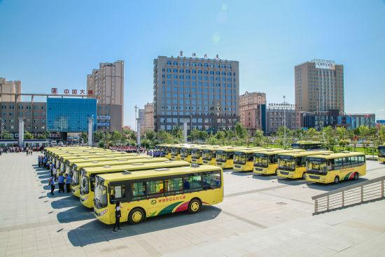 新疆呼图壁:48辆新公交车正式运营