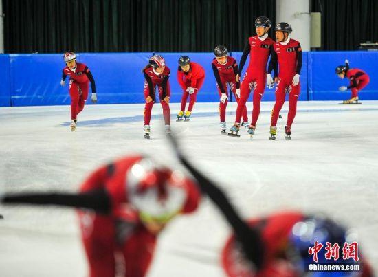 中国短道速滑队首次在新疆亚高原进行集训