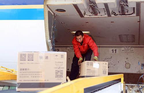 一架南航客机由广州飞抵乌鲁木齐