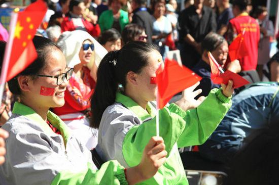 疆维吾尔自治区昌吉市开展慈善捐 为40名聋哑学校的学生和10名残疾图片